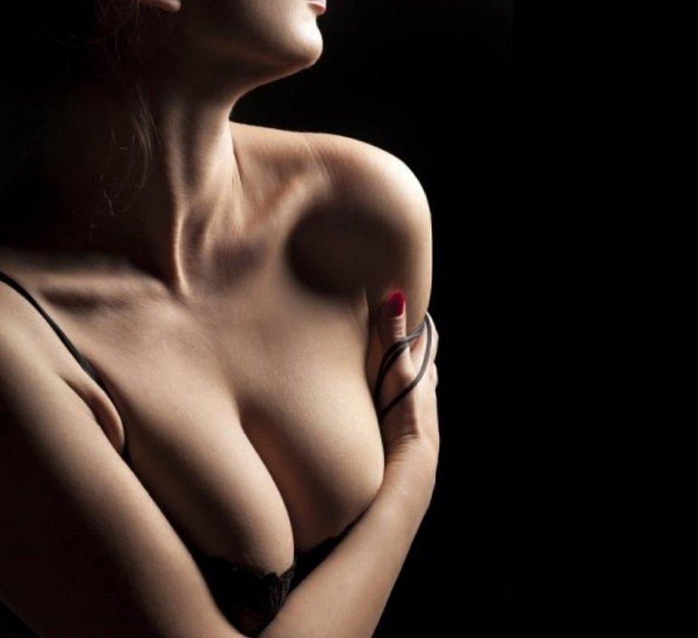 La piel del escote y el cuello es tan delicada como la del contorno de ojos/Teresa Lens