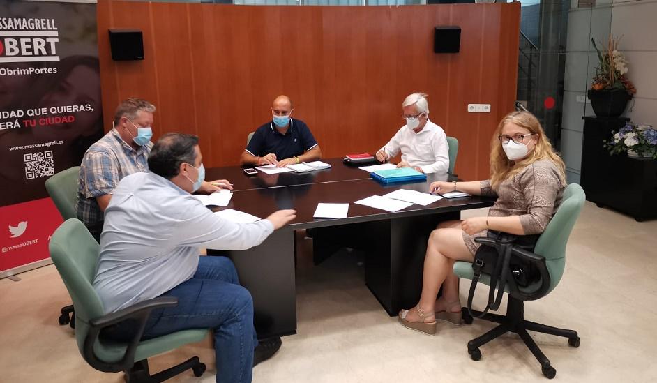 Reunión en Masamagrell entre la doctorra Mafé, el alcande Francisco Gómez y Jesús Gimeno - informaValencia.com
