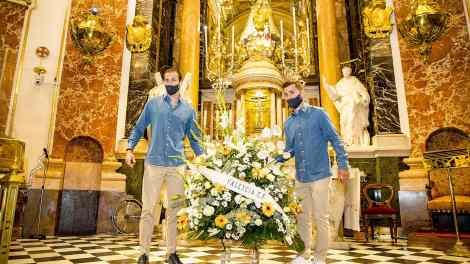 Los capitanes Jaume y Gayá en la Ofrenda a la Virgen de los Desampardos, La Cheperudeta,.- VCF