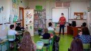 La novena semana del curso -del 2 al 6 de noviembre- terminó en la Comunidad Valenciana con 620 grupos de 383 centros educativos confinados. / Img archivo aulas con mascarillas