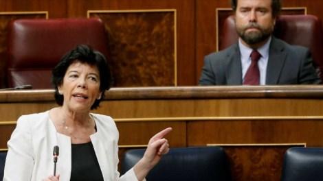 """Gritos de libertad contra la """"ley Celaá"""" en el Congreso./img. tv/ informaValencia.com"""