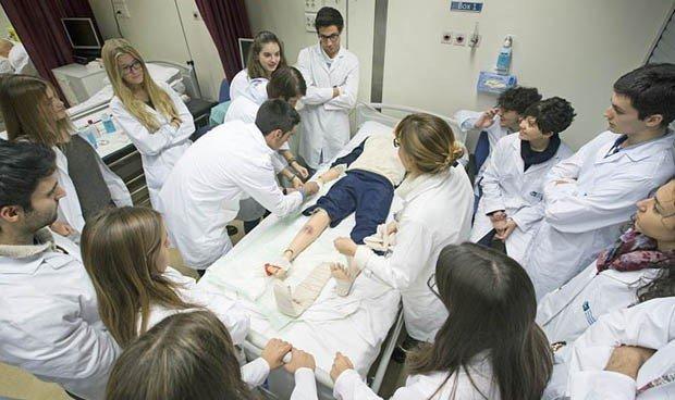 Sanidad suspende las prácticas en hospitales. / Img. archivo RM