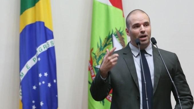Resultado de imagem para Deputado de Santa Catarina diz que decote e roupa curta estimulam estupro