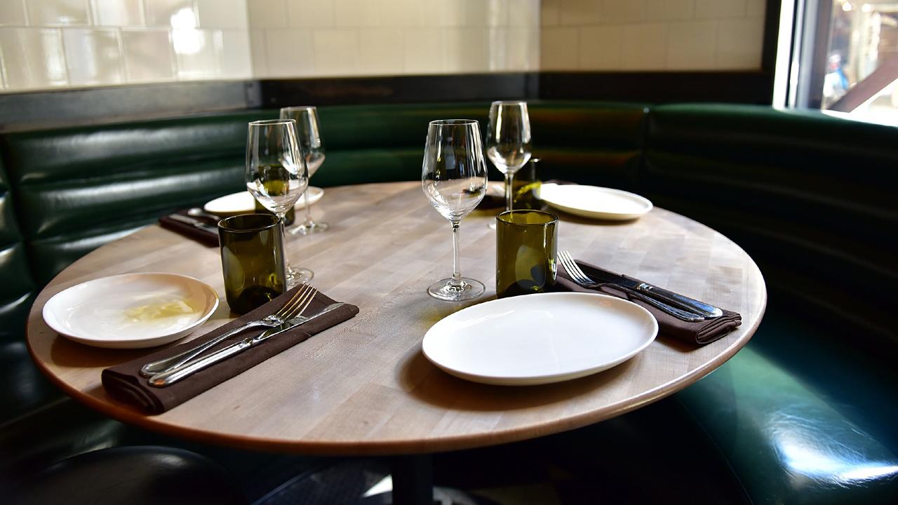 restaurant%20table_1466538752306_105739_ver1_20170221160903-159532