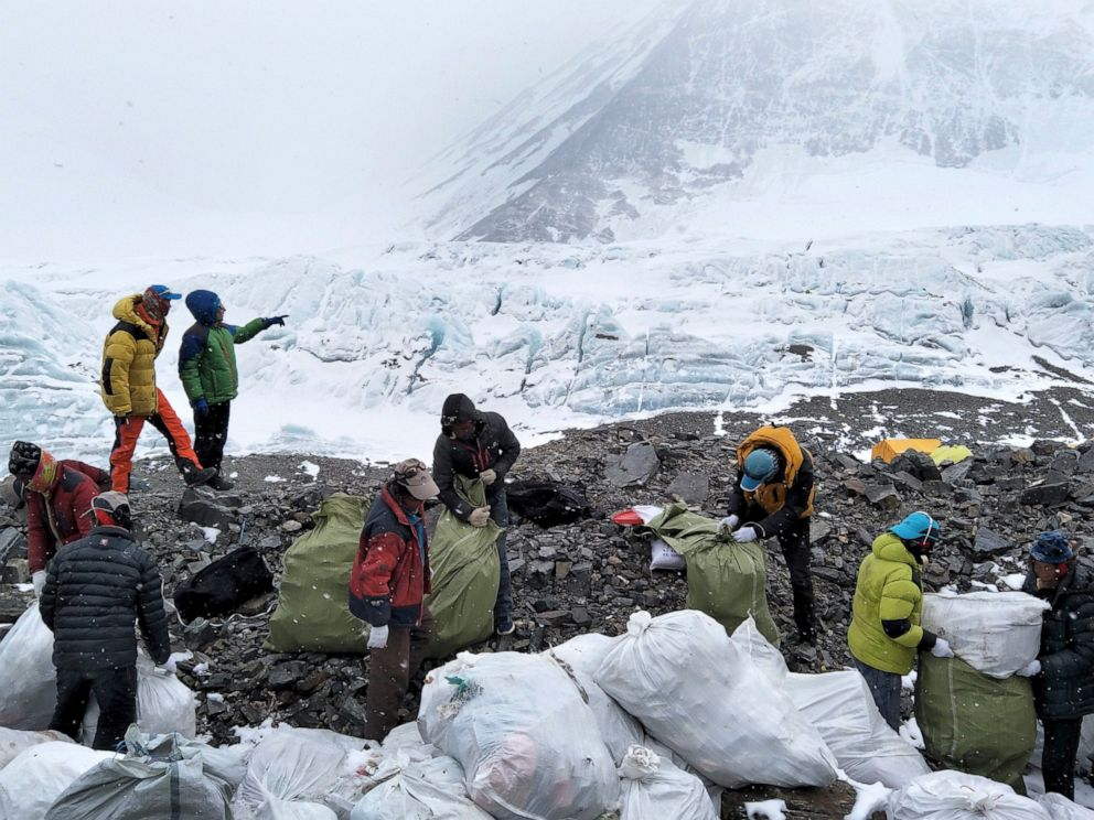 mt-everest-trash-ap-mo-20190502_hpMain_4x3_992_1556801985383.jpg