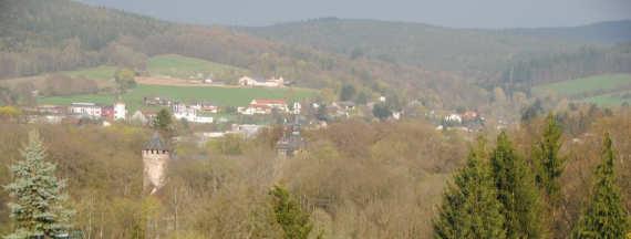 Blick-auf-das-Wasserschloss-fürstenau-im-odenwald-michelstadt