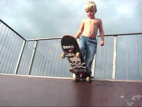 info santai: 3 years old skating
