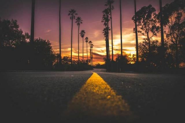 foto diambil sewatu golden hour matahari terbenam