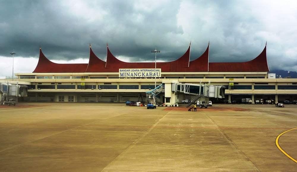 Humas PT AP II BIM Yosrizal saat dihubungi awak media, Rabu (24/12) mengungkapkan, bentuk persiapan yang dilakukan BIM diantaranya membentuk posko bersama dengan Bea Cukai, Polisi Bandara, TNI AU dan juga pihak terkait lainnya.
