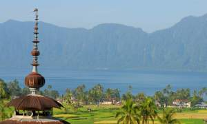 Untuk menarik minat wisatawan mengunjungi objek wisata, Pemerintah Kabupaten Agam akan menggelar Festival Danau Maninjau pada bulan Juni 2015 mendatang.