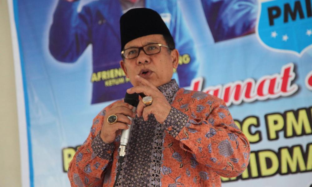 Wakil Gubernur Muslim Kasim dinobatkan menjadi Bapak Batu Akik Sumbar. Penobatan tersebut berdasarkan kesepatakan pengunjung pada kontes dan pameran Batu Akik yang diadakan oleh LPP RRI Padang.
