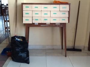 Mueble con tarjeticas que ya nadie usa