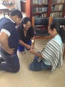Bibliotecarios trabajando durante el Taller de Cultura Digital para Biblioteca en Leticia, Amazonas, Colombia