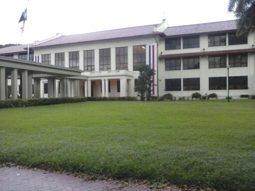 vista del edificio de la biblioteca