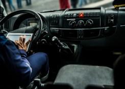 4 aplicativos que todo caminhoneiro deve conhecer.