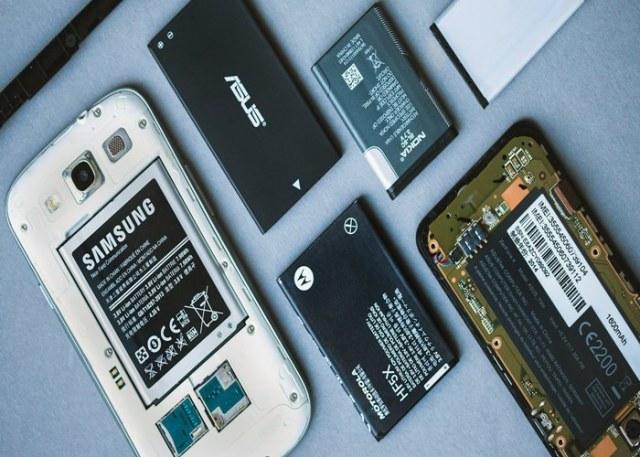 Como trocar a bateria do celular?