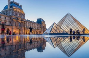 Лувр в Париже закрыли для посетителей из-за коронавируса.