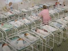 Иностранцы не могут забрать из Киева своих детей от суррогатных матерей