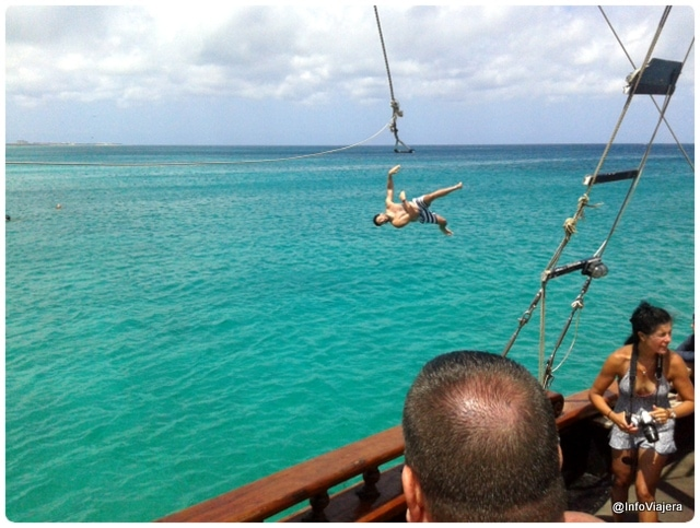 Aruba_Jolly_Pirates_Lanzarse_Al_Mar