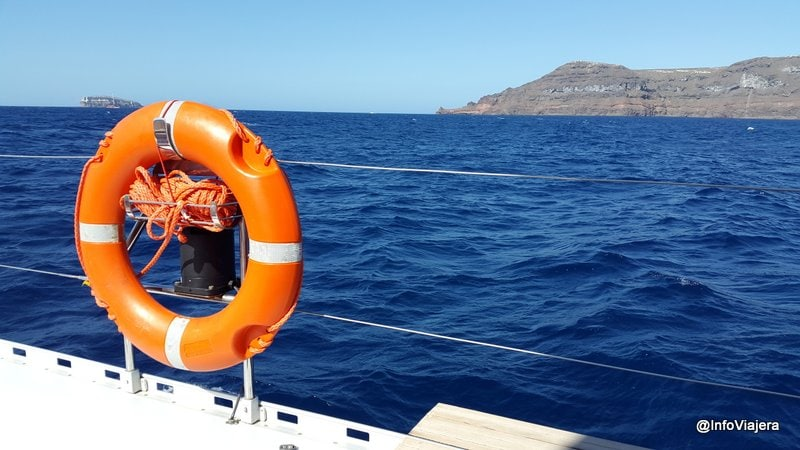 Salvavidas_Paseo_Catamaran_Santorini_Grecia
