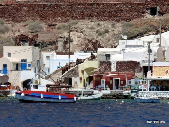 Vista_Pueblo_Burros_Desde_Catamaran_Santorini_Grecia