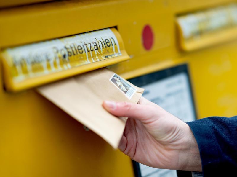 Bei vielen Befunden haben Mediziner mit dem Einwurf des Arztbriefs in den Briefkasten bereits ihre Pflicht erfüllt. Foto: Monika Skolimowska/dpa-Zentralbild/dpa-tmn