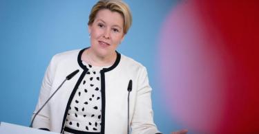 Familienministerin Franziska Giffey gab erste Einzelheiten zum geplanten Kinderbonus bekannt. Foto: Kay Nietfeld/dpa