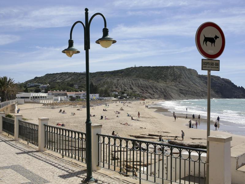 Im portugiesischen Praia da Luz war Maddie 2007 verschwunden. Foto: Armando Franca/AP/dpa
