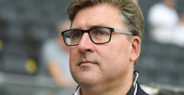 Eintracht Frankfurts Vorstandsmitglied Axel Hellmann hat die Finanzpolitik beim Bundesliga-Konkurrenten RB Leipzig scharf kritisiert. Foto: Arne Dedert/dpa
