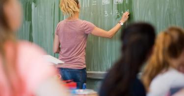 Nach den Sommerferien sollen die Schulen möglichst überall zum Regelbetrieb zurückkehren - grundsätzlich ohne Abstandsregeln. Foto: Julian Stratenschulte/dpa
