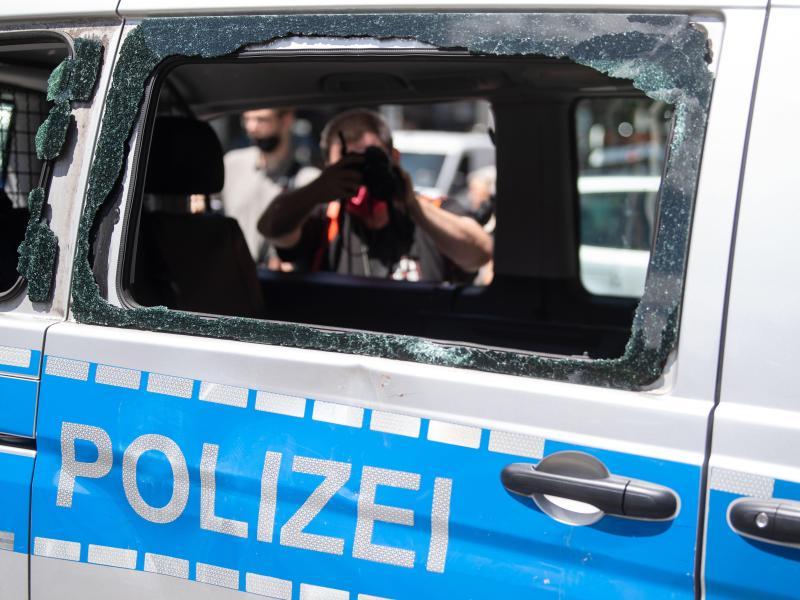 Stuttgart: Das Bild der Polizei rückt in der Debatte in den Mittelpunkt. Foto: Marijan Murat/dpa