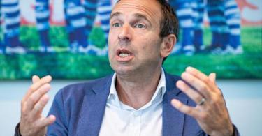 Marketing-Vorstand bei Schalke 04: Alexander Jobst. Foto: Guido Kirchner/dpa