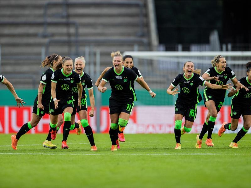 Der sechste Pokalsieg der Wolfsburger Fußball-Frauen in Serie war ein hartes Stück Arbeit. Foto: Rolf Vennenbernd/dpa