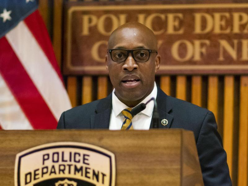 Rodney Harrison von der New Yorker Polizei spricht auf einer Pressekonferenz. Foto: Eduardo Munoz Alvarez/ AP/dpa