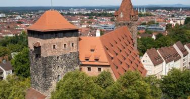 In den Kaiserstallungen in Nürnberg ist eine der ältesten Jugendherbergen untergebracht. Foto: Daniel Karmann/dpa