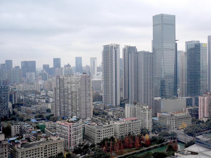 Blick über die chinesische Stadt Chengdu. China hat die USA aufgefordert, ihr Konsulat in der südwestchinesischen Stadt Chengdu zu schließen. Foto: Britta Pedersen/dpa-Zentralbild/dpa