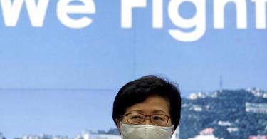 Carrie Lam, Regierungschefin von Hongkong, hatte die Verlegung der Wahlen mit dem Risiko durch das Coronavirus begründet. Foto: Kin Cheung/AP/dpa