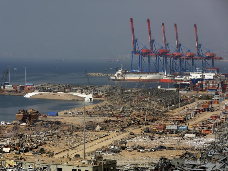 Das Hafengebiet liegt nach der massiven Explosion in Schutt und Asche. Foto: Thibault Camus/AP/dpa