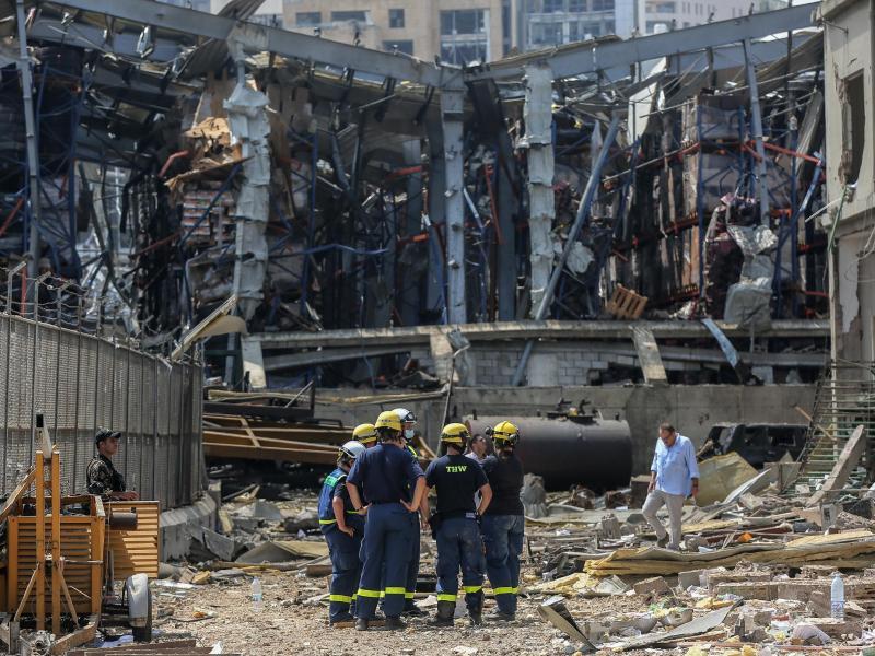 Einsatzkräfte des Technischen Hilfswerks (THW) am Ort der verheerenden Explosion. Foto: Marwan Naamani/dpa