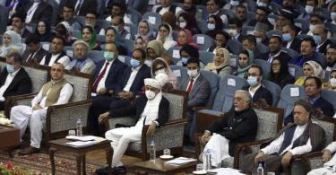 Teilnehmer der Loja Dschirga, der großen Ratsversammlung, in Kabul. Foto: Rahmat Gul/AP/dpa