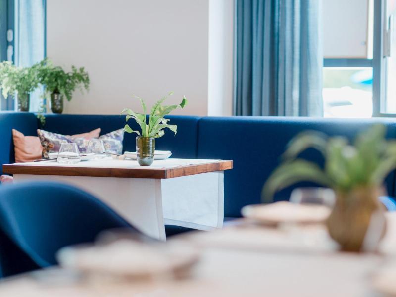 Das 'Restaurant Tim Raue' in Berlin-Kreuzberg hat zwei Michelin-Sterne. Foto: Nils Hasenau/Restaurant Tim Raue/dpa-tmn
