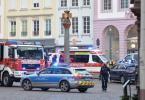Einsatzkräfte von Polizei und Feuerwehr nahe der Fußgängerzone in Trier. Foto: Harald Tittel/dpa