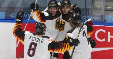 Das deutsche Team um Tim Stützle setzte sich gegen die Schweiz durch. Foto: Jason Franson/The Canadian Press/AP/dpa