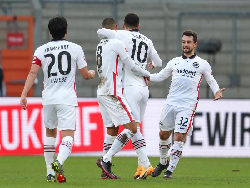 Die Eintracht setzte sich souverän in Bielefeld durch. Foto: Friso Gentsch/dpa