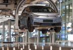 VW hat das Jahr 2020 trotz Corona mit einem Milliardengewinn abgeschlossen. Foto: Matthias Rietschel/dpa-Zentralbild/dpa