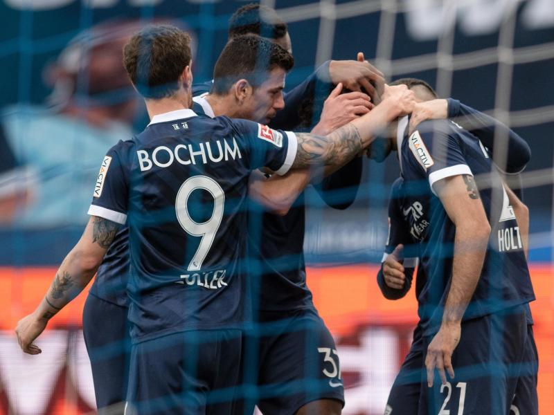 Der VfL Bochum hat sich mit dem Sieg gegen die Würzburger Kickers vorerst an die Tabellenspitze geschossen. Foto: Bernd Thissen/dpa
