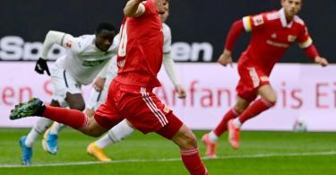 Brachte Union Berlin gegen Hoffenheim vom Punkt in Führung: Max Kruse. Foto: Tobias Schwarz/AFP-POOL/dpa