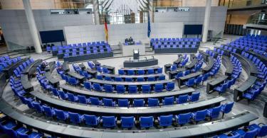 Der Sportausschuss des Bundestages präsentierte die 103 Seiten starke 'Nationale Strategie Sportgroßveranstaltungen'. Foto: Michael Kappeler/dpa