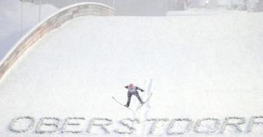 Im Teamwettbewerb haben die deutschen Springer bei der WM in Oberstdorf gute Chancen aufs Treppchen. Foto: Daniel Karmann/dpa