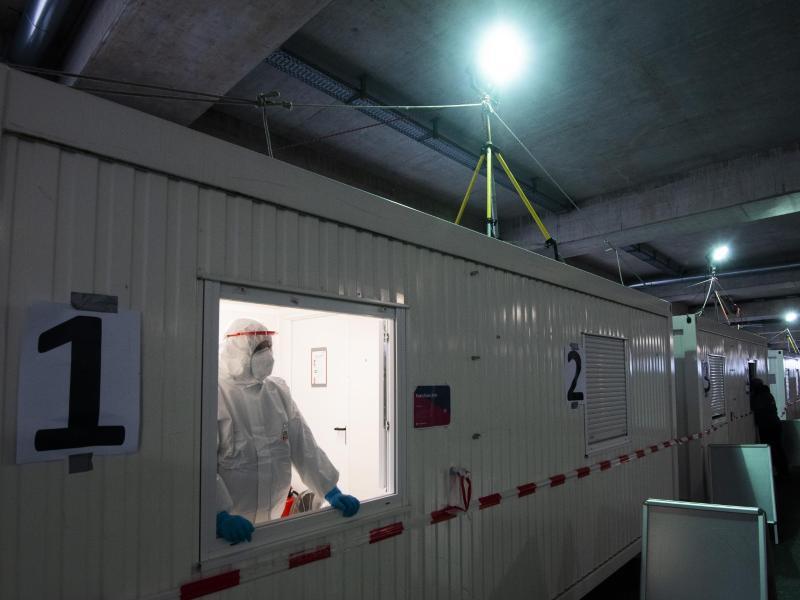 Corona-Testzentrum am Flughafen Hannover im vergangenen Oktober. Ab Sonntag gilt erneut eine Einreise-Testpflicht. Foto: Julian Stratenschulte/dpa